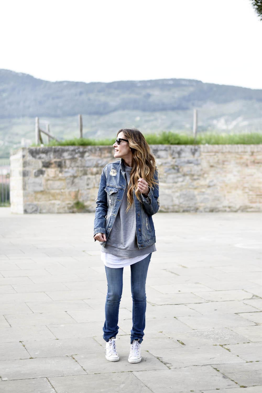 Denim and grey sweatshirt - Zara home pamplona ...